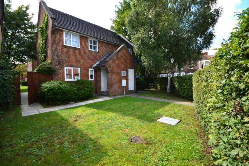 2 Bedrooms Flat for sale in Kennett Court Whippendell Road, Watford, WD18