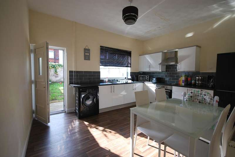 2 Bedrooms Terraced House for sale in Pearson Street, Bury, BL9 6DA