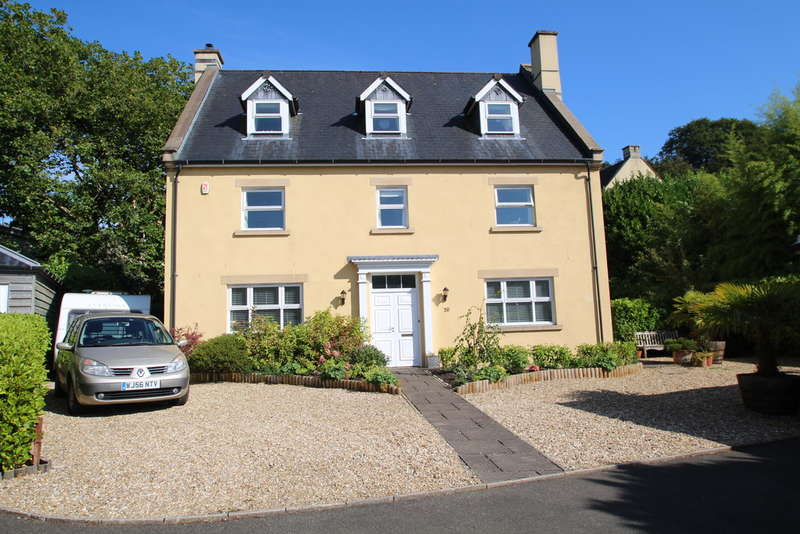 5 Bedrooms Detached House for sale in Manadon Park, Plymouth