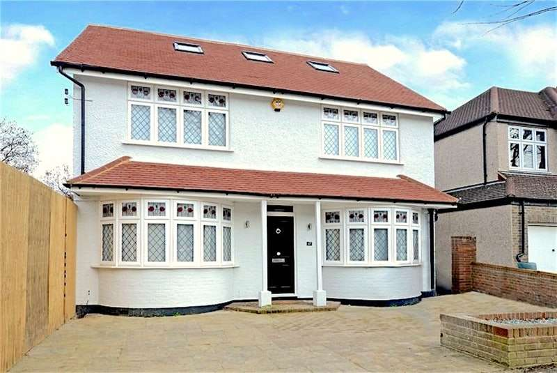 4 Bedrooms Detached House for sale in Lynwood Drive, Worcester Park, Surrey, KT4