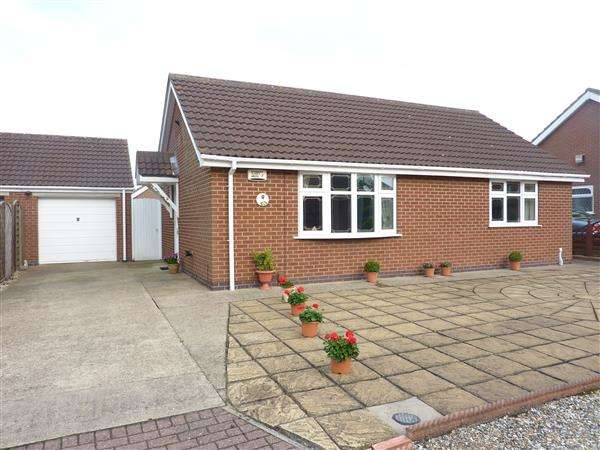 2 Bedrooms Detached Bungalow for sale in JUTLAND COURT, NEW WALTHAM, GRIMSBY