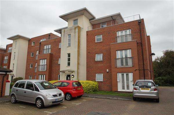 2 Bedrooms Apartment Flat for sale in Hawkes Close, Off Meadfield Road, Langley