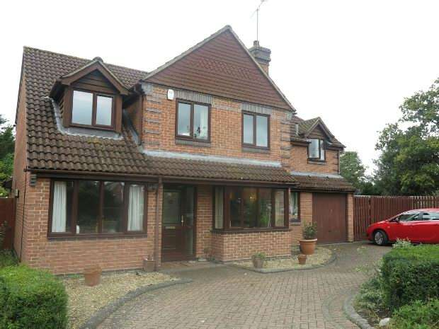 5 Bedrooms Detached House for rent in Winston Close, Spencers Wood, RG7 1DW