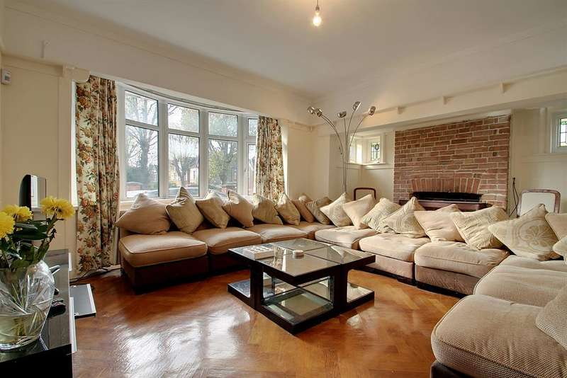 5 Bedrooms Detached House for sale in Waldeck Road, Ealing, W13 8LZ