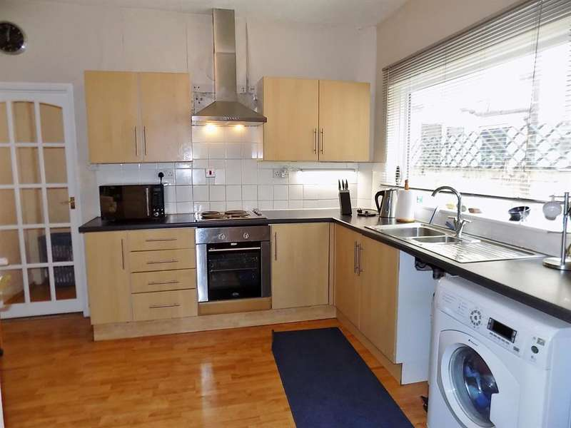 4 Bedrooms Terraced House for sale in Queen Street, Redcar, TS10 1BG