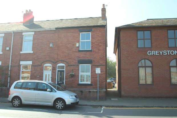 2 Bedrooms Terraced House for sale in Moss Lane, Altrincham