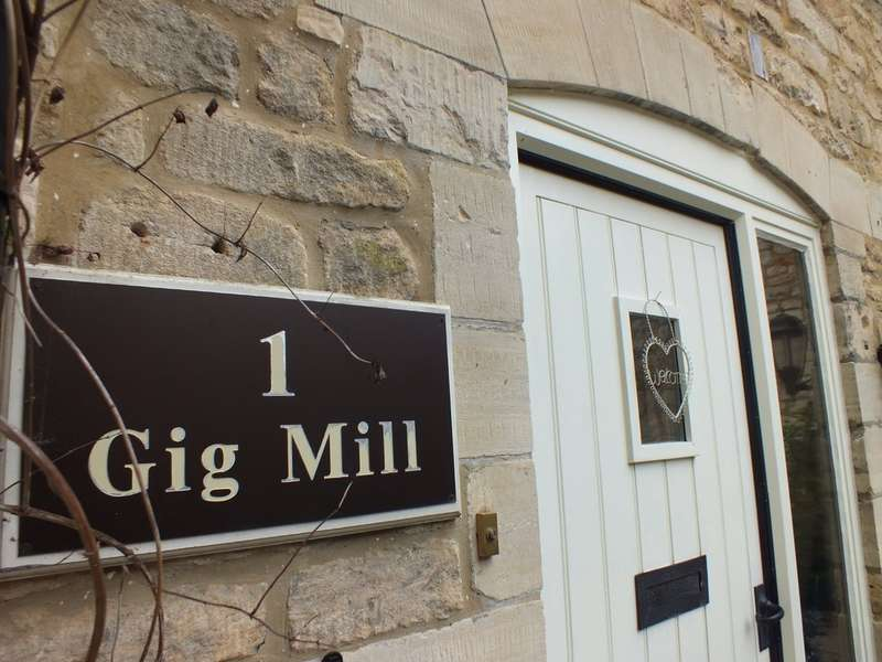 2 Bedrooms Cottage House for sale in Longfords Mill, Minchinhampton
