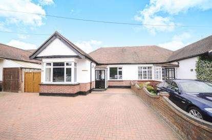 3 Bedrooms Bungalow for sale in Rochford, Essex, Uk