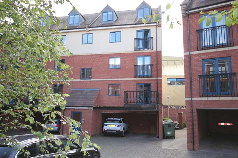 3 Bedrooms Apartment Flat for sale in Magdala Court, The Butts, Worcester, WR1