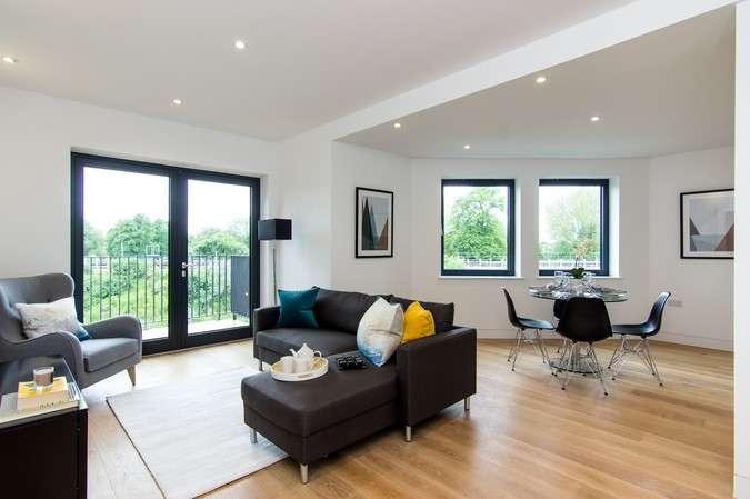 2 Bedrooms Flat for sale in Merlin House, Belmont Terrace, Chiswick
