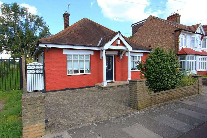 2 Bedrooms Detached Bungalow for sale in Sketty Road, Enfield, Middlesex, EN1