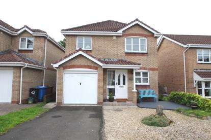 3 Bedrooms Detached House for sale in Kaims Gardens, Livingston Village