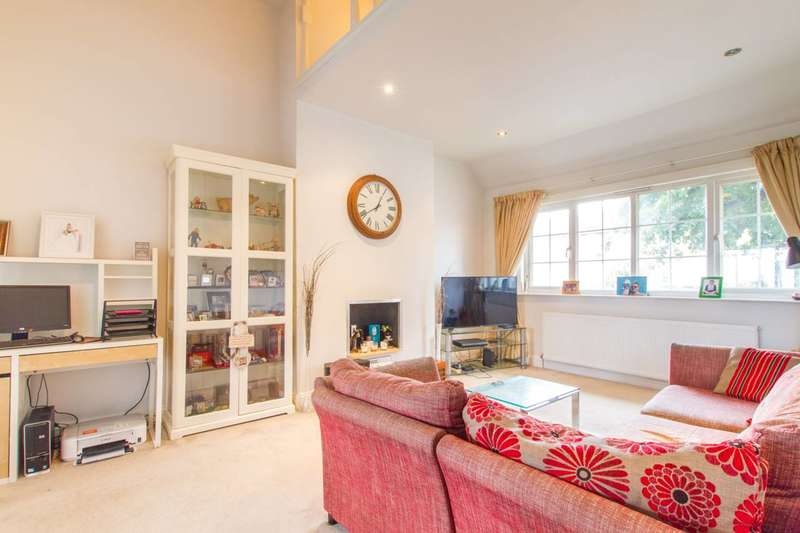 2 Bedrooms Flat for sale in Hoppers Road, Winchmore Hill, N21