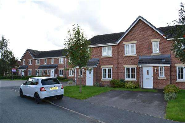 4 Bedrooms Mews House for sale in Runfield Close, Leigh