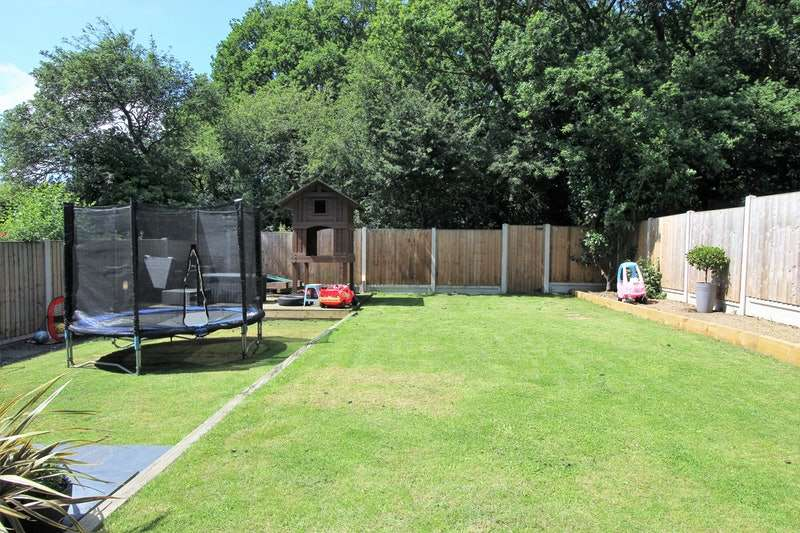 4 Bedrooms Detached House for sale in Rectory Avenue, Rochford, Essex, SS4