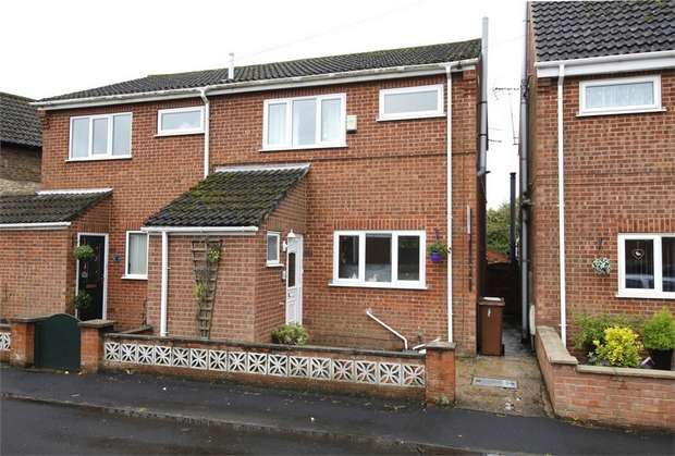 2 Bedrooms Semi Detached House for sale in Grove Street, Kirton Lindsey, Gainsborough, Lincolnshire