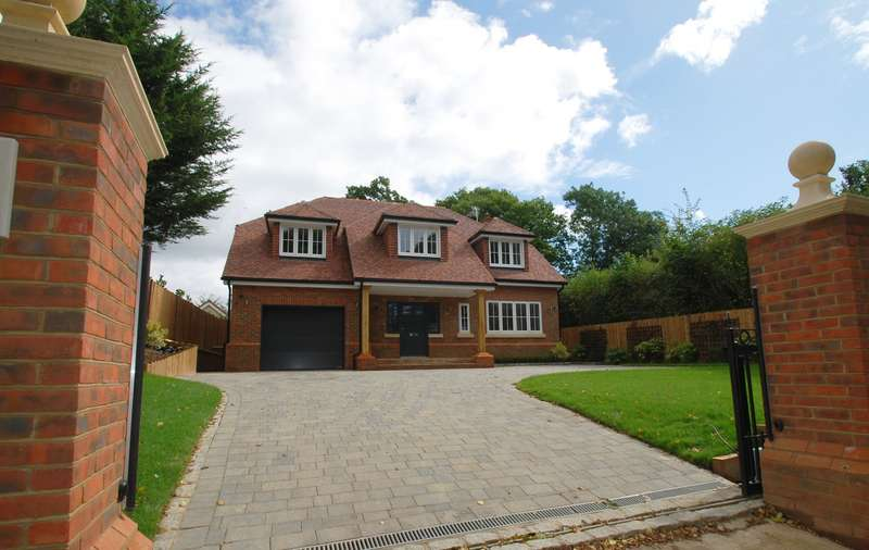 4 Bedrooms Detached House for sale in Bottom Lane, Seer Green, Beaconsfield, HP9