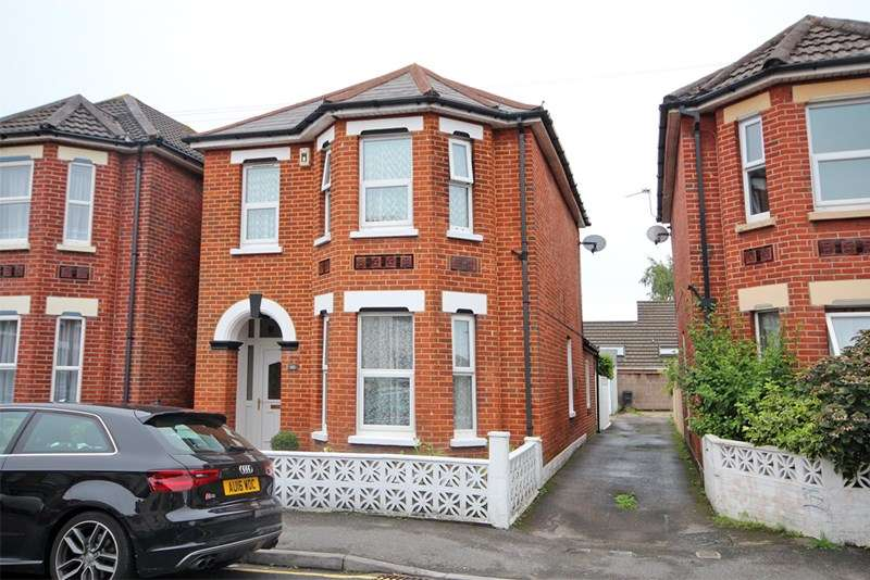 4 Bedrooms Detached House for sale in Gladstone Road East, Bournemouth