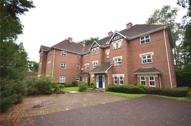 2 Bedrooms Apartment Flat for sale in Marchwood House, Kintbury Close, Fleet