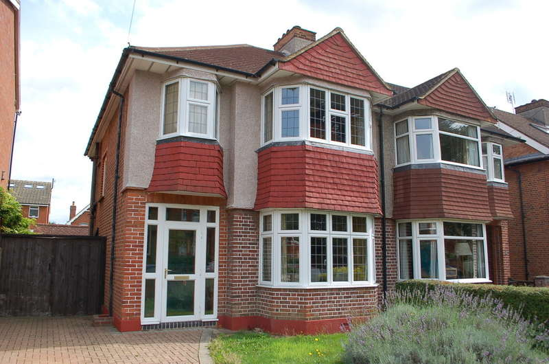 3 Bedrooms Semi Detached House for sale in Hampton
