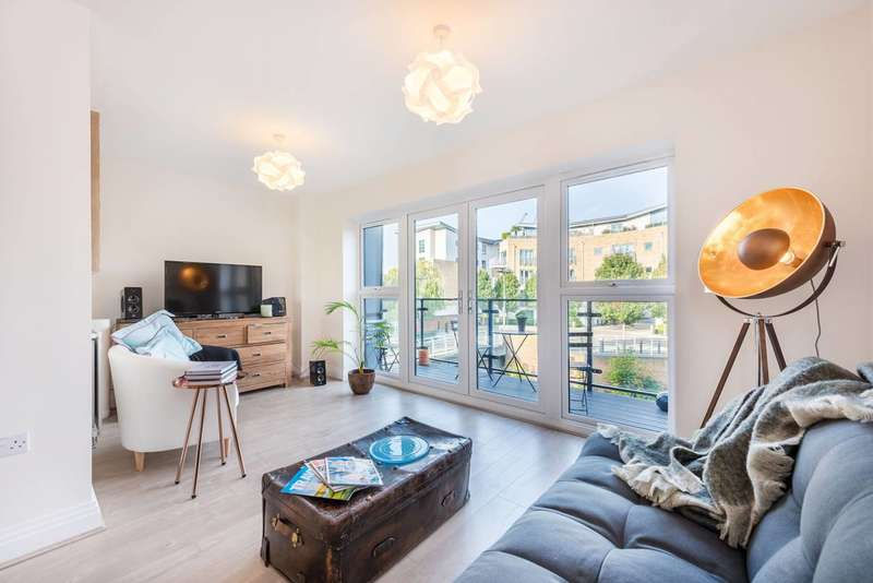 3 Bedrooms Terraced House for rent in Market Place, Brentford, TW8