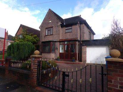 3 Bedrooms Detached House for sale in Irlam Road, Urmston, Manchester, Greater Manchester