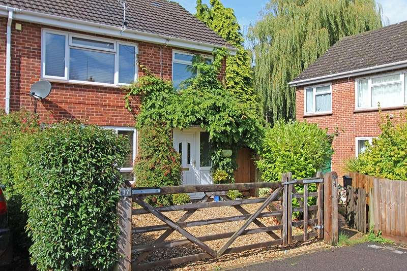 3 Bedrooms Semi Detached House for sale in Meadow Close, Burley