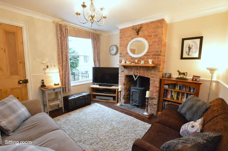 2 Bedrooms Cottage House for sale in Lesbourne Road, Reigate