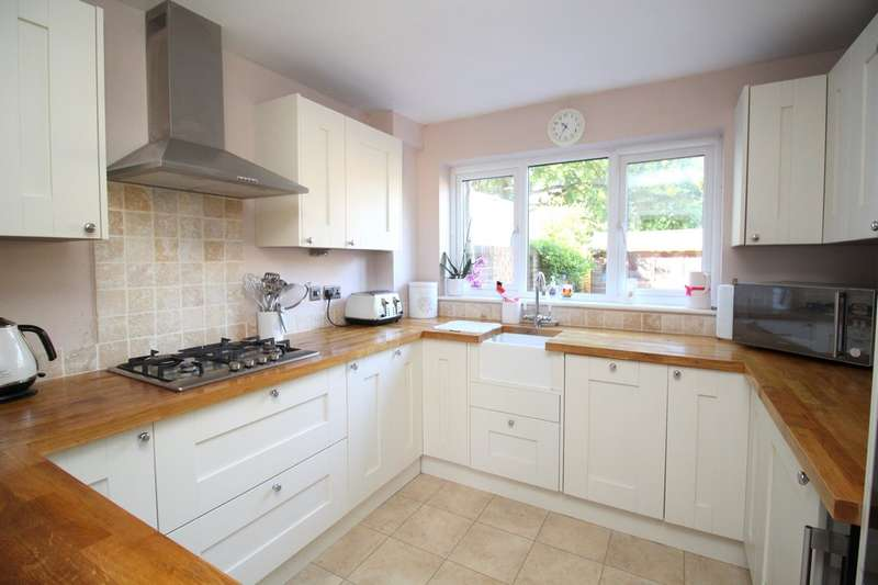 3 Bedrooms Terraced House for sale in Owl Beech Court, Horsham