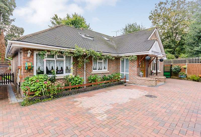3 Bedrooms Detached Bungalow for sale in Addlestone