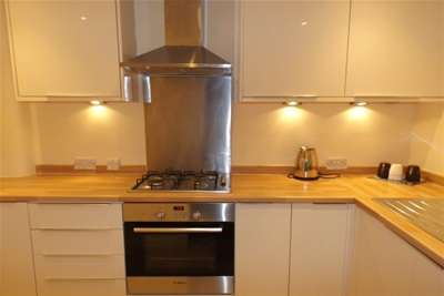 2 Bedrooms Flat for rent in Gardner Street, Partick