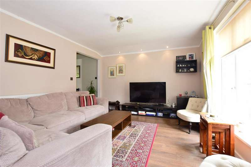 5 Bedrooms Semi Detached House for sale in Huntsman Road, Ilford, Essex