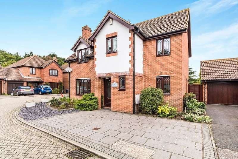 4 Bedrooms Detached House for sale in Rowans Close, Longfield, DA3