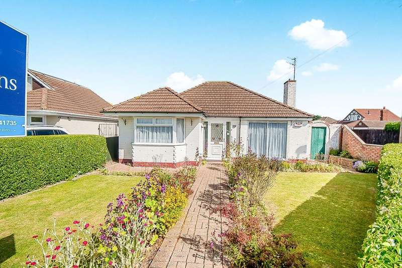 2 Bedrooms Detached Bungalow for sale in Midfield Road, Humberston, Grimsby, DN36