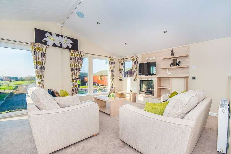 2 Bedrooms Detached Bungalow for sale in Wolds Retreat Brigg Road, Caistor, Market Rasen, LN7