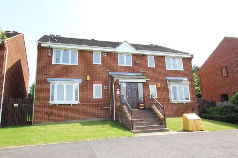 2 Bedrooms Flat for sale in Thirlmere Close, Beeston, Leeds, LS11