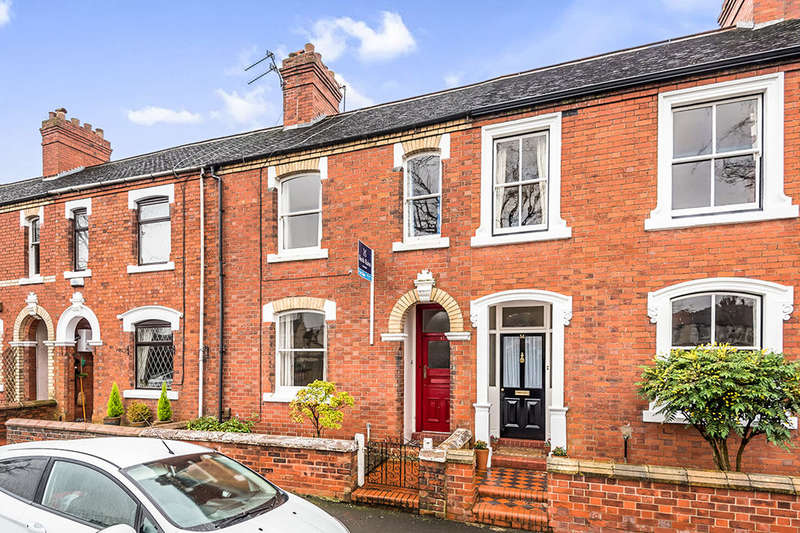 2 Bedrooms Terraced House for sale in Kings Avenue, Stone, ST15