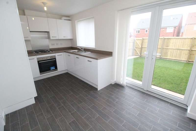 3 Bedrooms Terraced House for sale in Beacon Drive, Eastfield, Scarborough, YO11