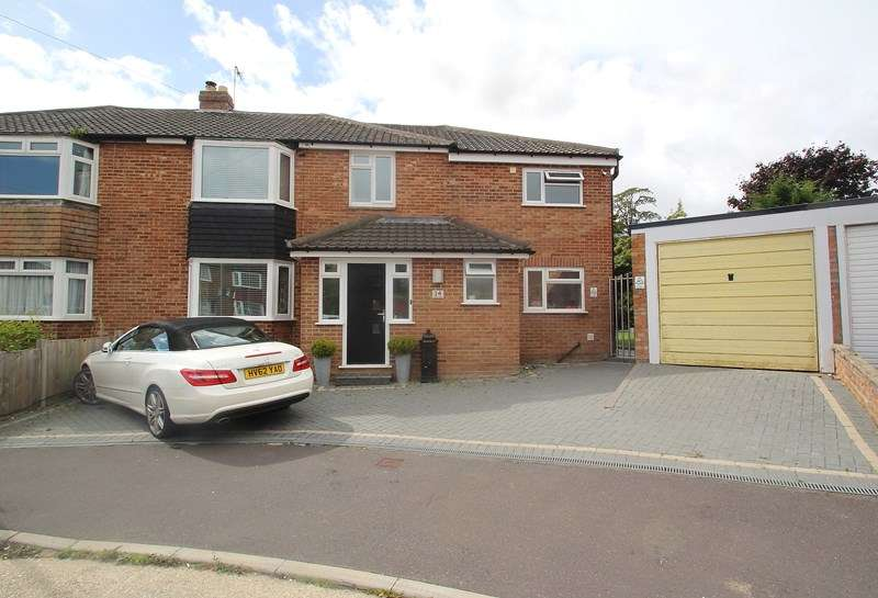 4 Bedrooms Semi Detached House for sale in Mead Way, Fareham