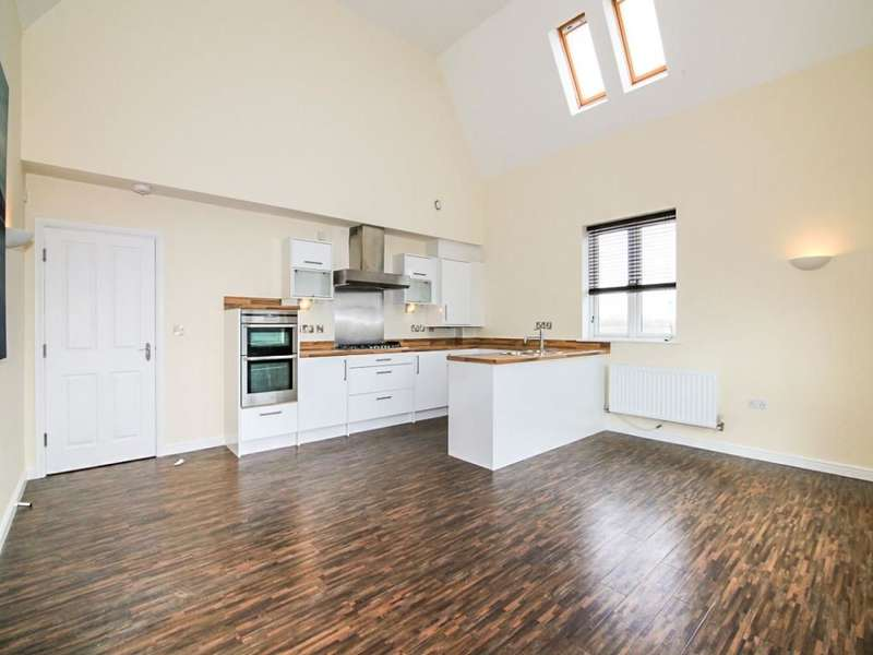 2 Bedrooms Flat for sale in Badger Road, West Timperley, Altrincham, WA14