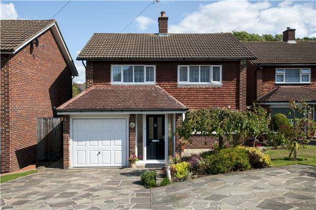 3 Bedrooms Detached House for sale in Aspen Close, ORPINGTON, Kent, BR6 6JL