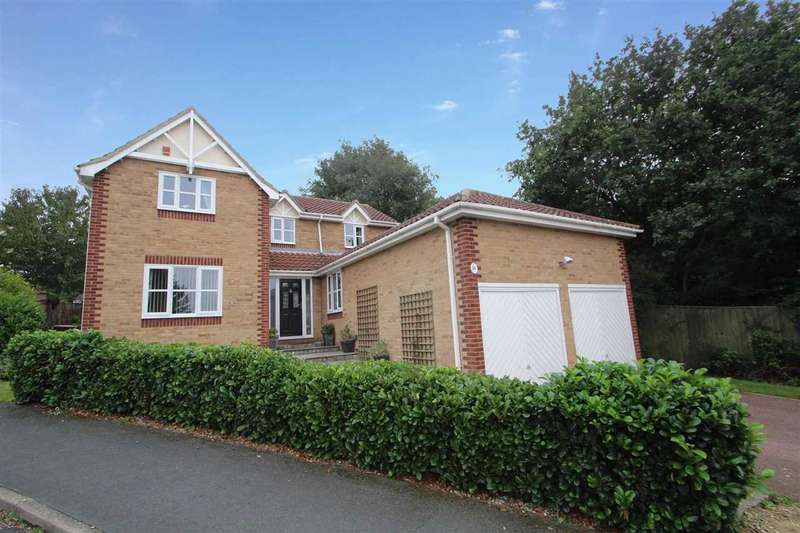4 Bedrooms Detached House for sale in Wilding Road, Pinewood