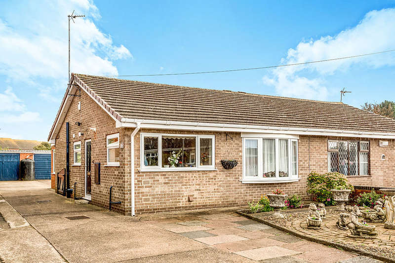 2 Bedrooms Semi Detached Bungalow for sale in Windermere Drive, Goole, DN14