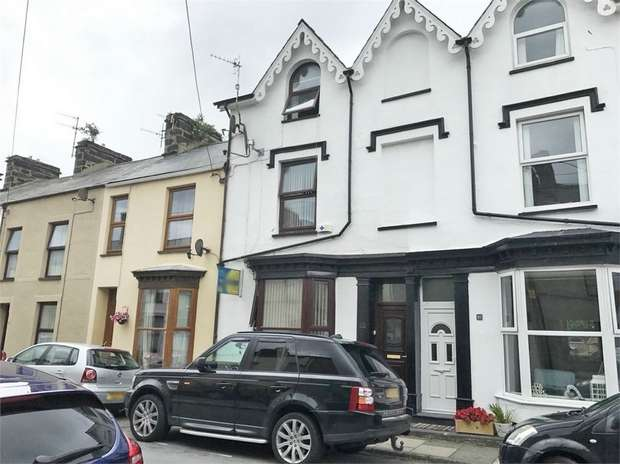 4 Bedrooms Terraced House for sale in Madoc Street, Porthmadog, Gwynedd