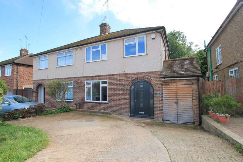 3 Bedrooms Semi Detached House for sale in Carisbrooke Ave, Watford