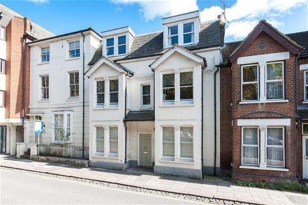 2 Bedrooms Apartment Flat for sale in Station Road West, Canterbury