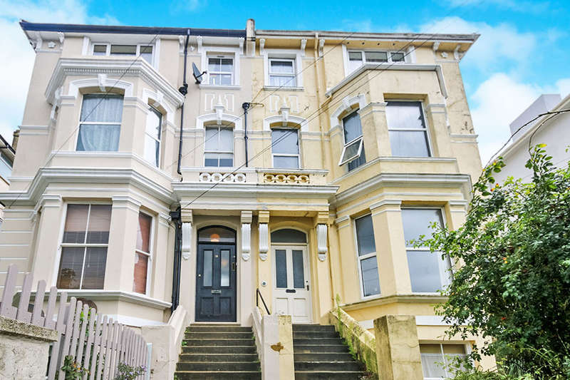 3 Bedrooms Flat for sale in Stockleigh Road, St. Leonards-On-Sea, TN38