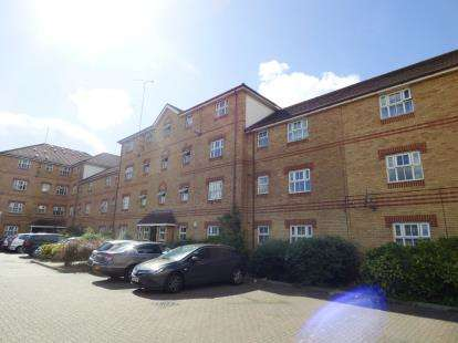2 Bedrooms Flat for sale in Bluebell Way, Ilford