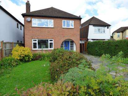 3 Bedrooms Detached House for sale in Emerson Park, Hornchurch