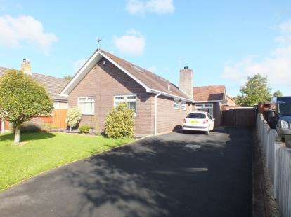 4 Bedrooms Bungalow for sale in Dunkirk Lane, Leyland, Preston, .